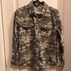 NEW Hollister quality camo button down shirt